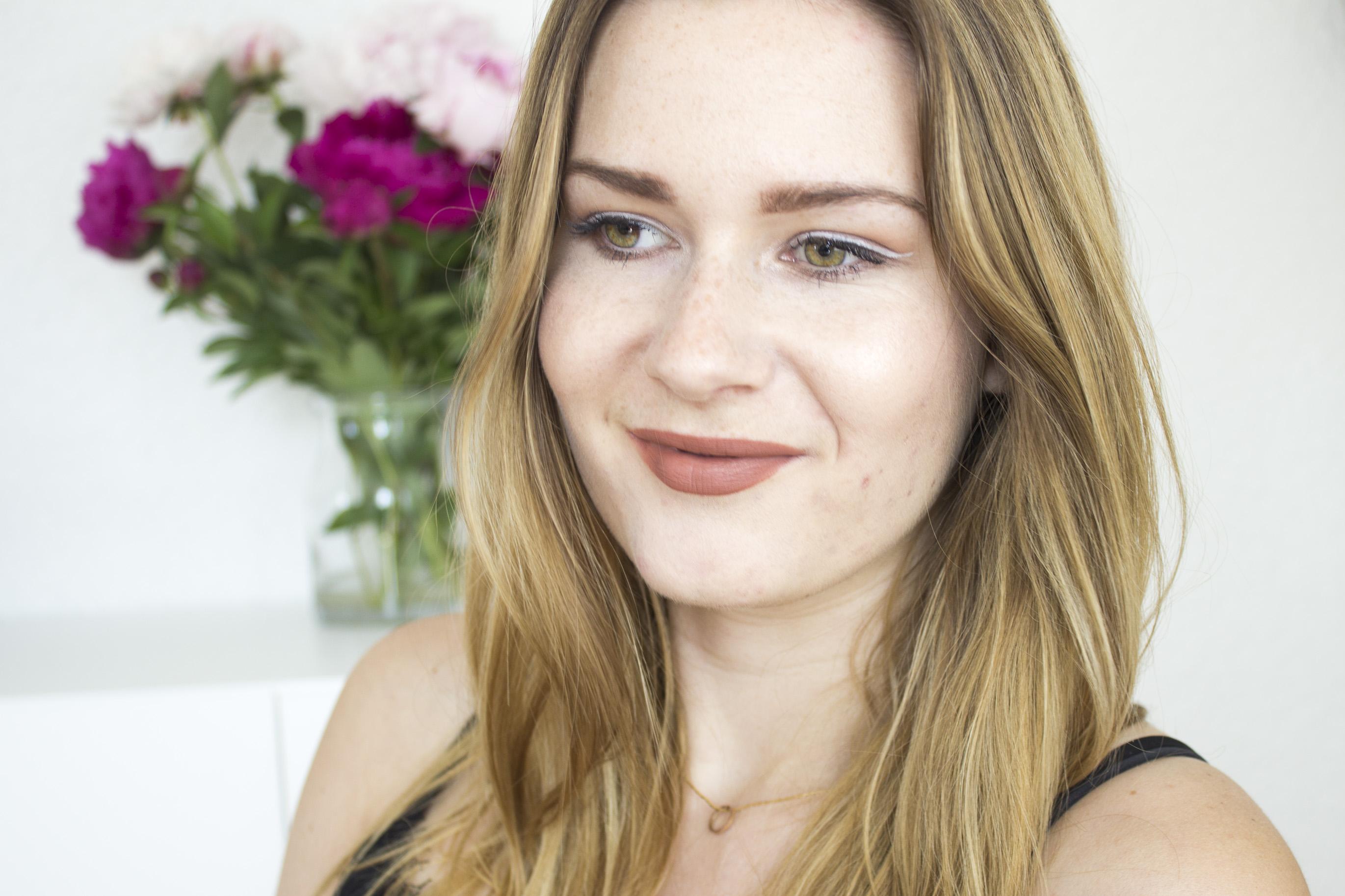Taupe Eyes & Lips With White Eyeliner - Nachgeschminkt